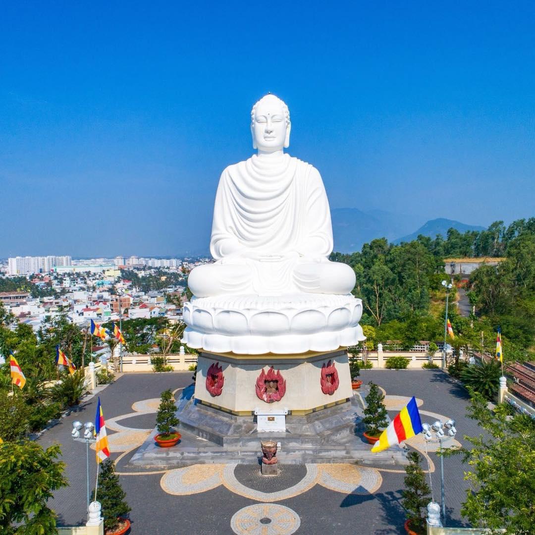 Chùa Long Sơn Nha Trang - Điểm Tham Quan Hấp Dẫn